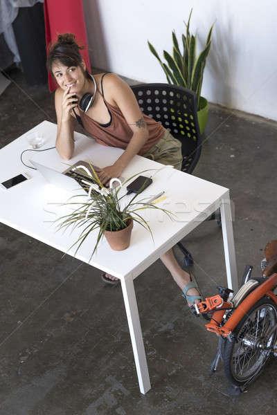 Işkadını çalışma dizüstü bilgisayar çalışmak ofis Internet Stok fotoğraf © 2Design