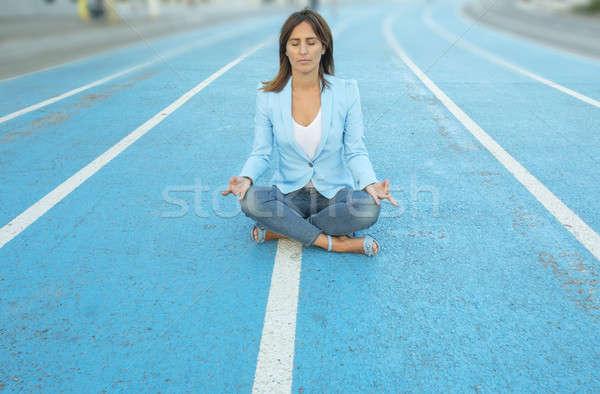 Kadın meditasyon yoga lotus pozisyon atletizm Stok fotoğraf © 2Design