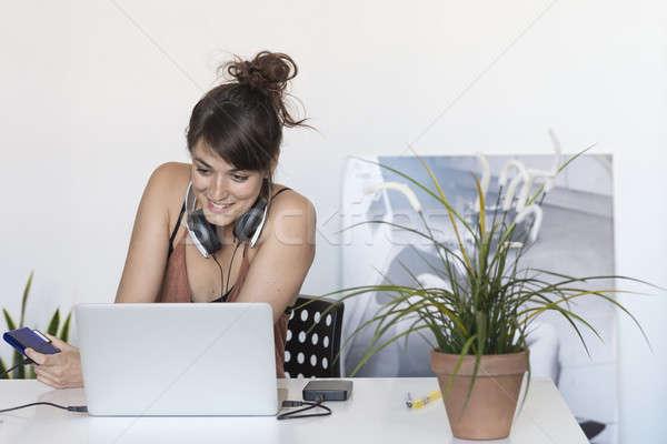Mujer de negocios de trabajo portátil trabajo Internet mujeres Foto stock © 2Design