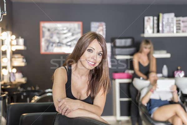 Retrato jovem bastante cabeleireiro negócio em pé Foto stock © 2Design