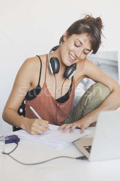 Jeunes joli démarrage travailleur travail maison Photo stock © 2Design