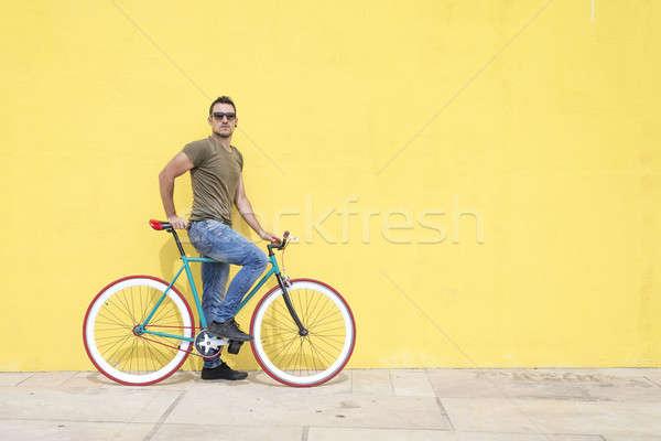 Adam poz sabit dişli bisiklet Stok fotoğraf © 2Design