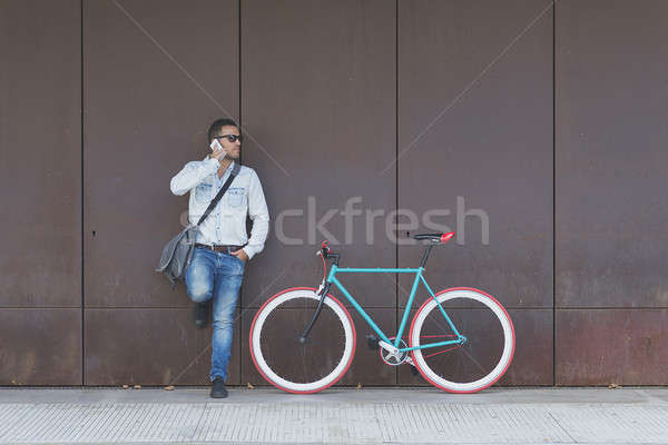 Stockfoto: Stijlvol · stedelijke · zakenman · permanente · straat · roepen