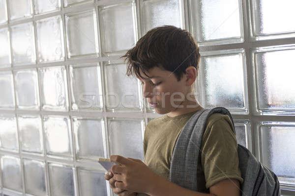 öğrenci okul oynama cep telefonu koridor Stok fotoğraf © 2Design