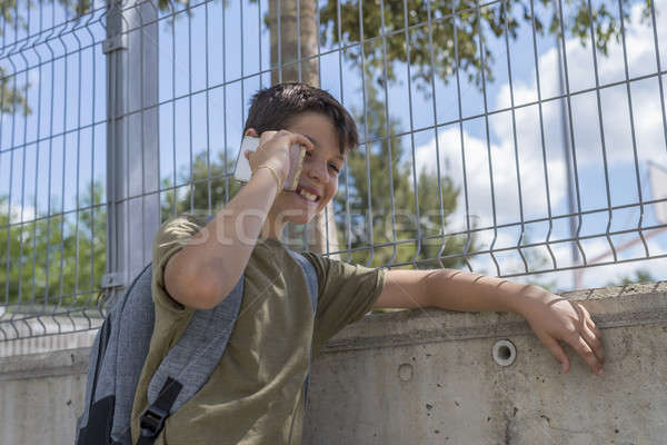 Stockfoto: Student · school · spelen · mobiele · telefoon · gang