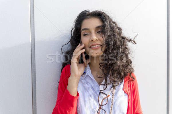 Kadın çağrı telefon yürüyüş sokak güzel kadın Stok fotoğraf © 2Design