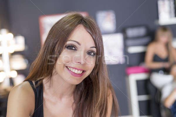 Portre genç güzel kuaför ayakta oturma Stok fotoğraf © 2Design