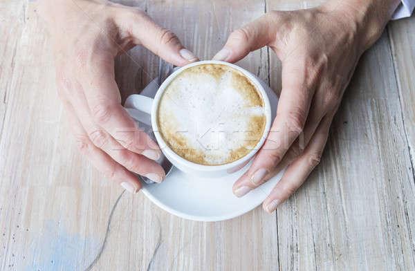 Stockfoto: Vrouwelijke · handen · beker · koffie · schuim