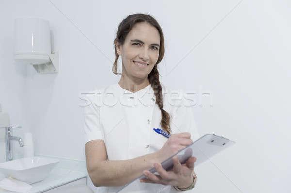 Retrato mulher jovem dentista documento experiente qualificado Foto stock © 2Design