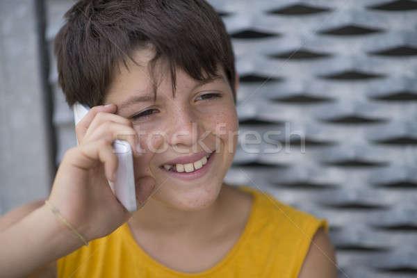 Casual jovem adolescente patinador ao ar livre retrato Foto stock © 2Design