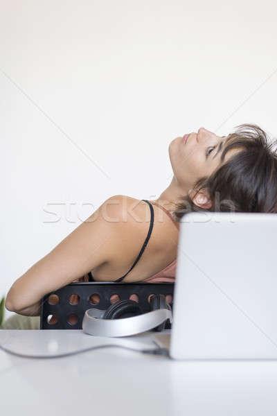 Stock fotó: Iroda · nő · ül · szék · nyújtás · fej