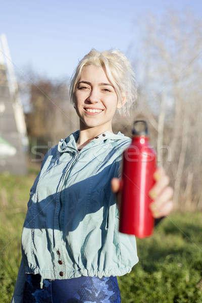 Stock fotó: Ivóvíz · női · futó · tart · piros · üveg