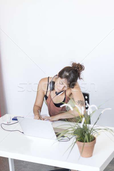 Empresária trabalhando laptop trabalhar escritório internet Foto stock © 2Design