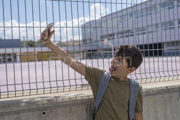 Stockfoto: Student · buiten · school · spelen · mobiele · telefoon