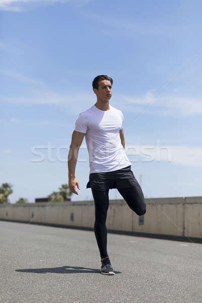 ストックフォト: ハンサム · 選手 · ストレッチング · 脚 · 若い男
