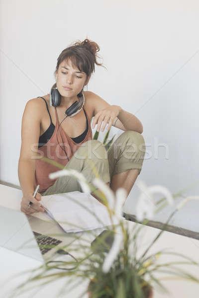 Jovem bastante startup trabalhador trabalhando casa Foto stock © 2Design