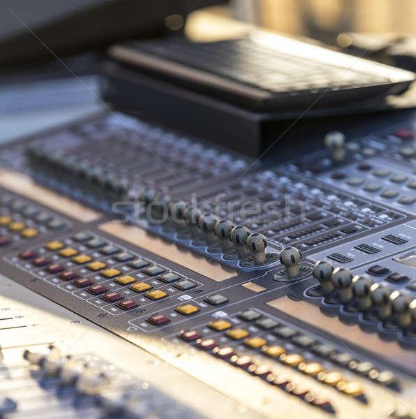 本当の サウンド 音楽 ミキサー コントロールパネル コンサート ストックフォト © 2Design