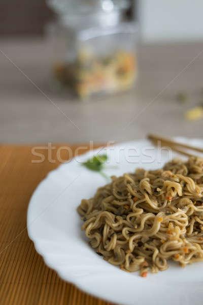 Tészta marhahús tányér bambusz asztal zöld Stock fotó © 2Design