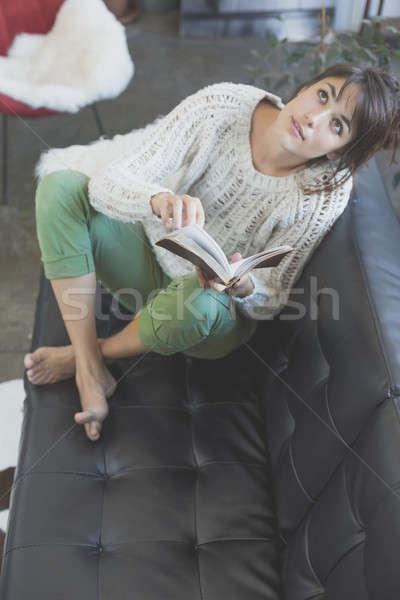 Stock fotó: Nő · kanapé · olvas · könyv · nők · újság