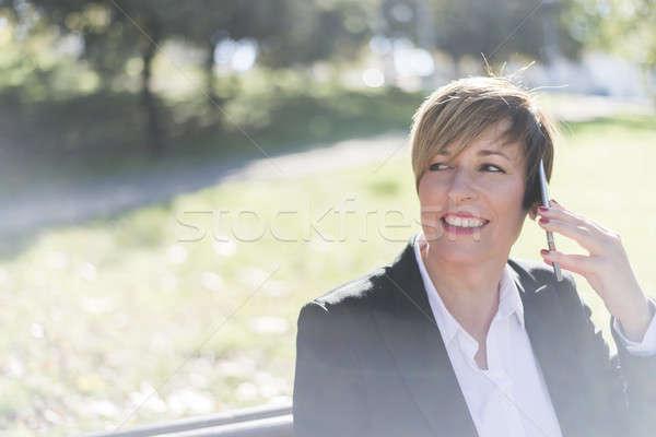 Femme d'affaires conversation smartphone coup de téléphone femme téléphone Photo stock © 2Design