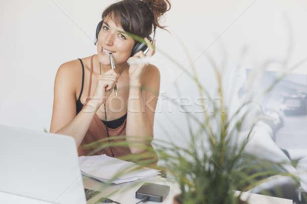 Jonge mooie startup werknemer werken home Stockfoto © 2Design