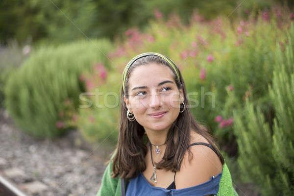 Retrato belo mulher jovem ao ar livre sorridente estudante Foto stock © 2Design