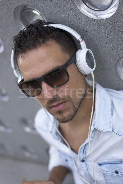 Portre genç dinleme müzik kulaklık şehir Stok fotoğraf © 2Design