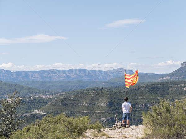 Genç üst dağ bayrak adam güneş Stok fotoğraf © 2Design