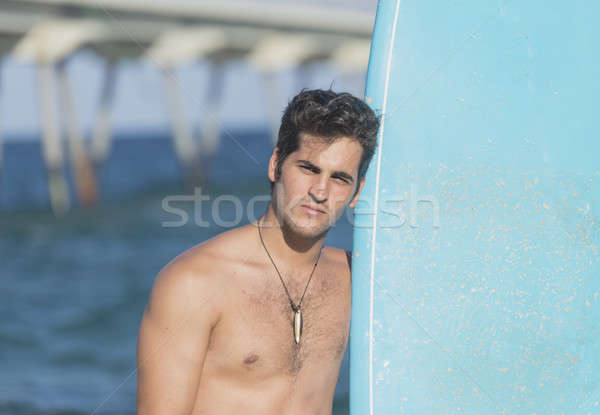 Jonge aantrekkelijk surfer surfboard strand Stockfoto © 2Design
