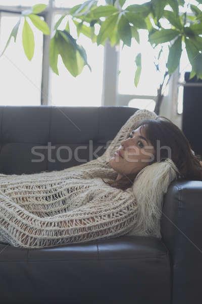 Foto stock: Retrato · mulher · jovem · adormecido · sofá · mulher · casa