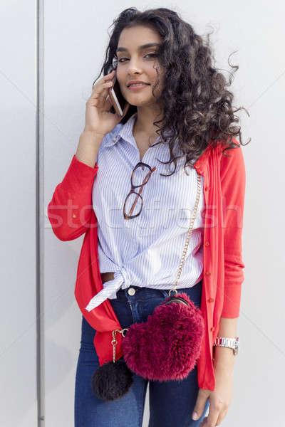 Mulher chamada telefone em pé rua Foto stock © 2Design