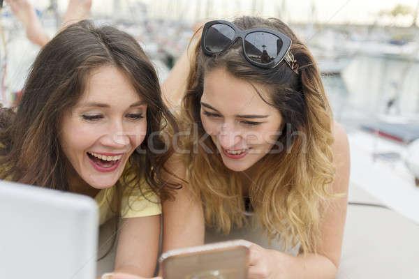Mutlu neşeli kadın arkadaşlar Stok fotoğraf © 2Design