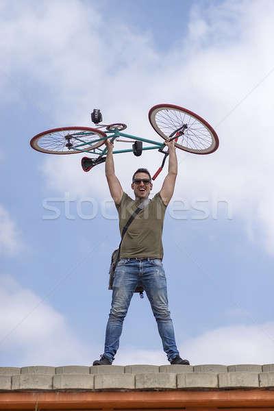 Urbano homem bicicleta nublado Foto stock © 2Design