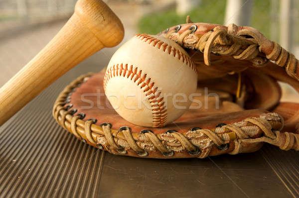野球用バット 手袋 ベンチ 野球 ボール バット ストックフォト © 33ft
