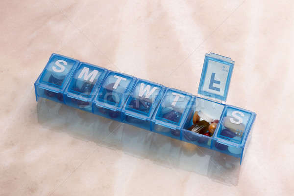 Minden nap tabletta kapszula szervező kék műanyag Stock fotó © 350jb