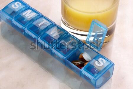Diario píldora organizador azul plástico tiro Foto stock © 350jb