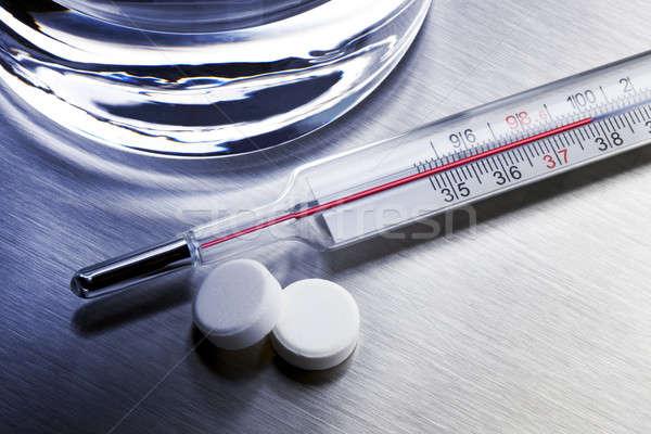 Koud remedie thermometer twee glas water Stockfoto © 350jb