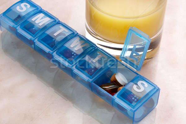 Diario dosis azul plástico drogas organizador Foto stock © 350jb
