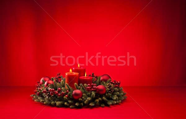 Vermelho advento coroa velas flor ardente Foto stock © 3523studio