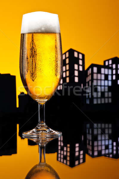 Metropolia piwo jasne pełne piwa kolor panoramę szkła Zdjęcia stock © 3523studio