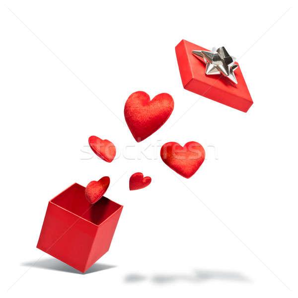 Stok fotoğraf: Hediye · kutusu · uçan · kalpler · beyaz · düğün