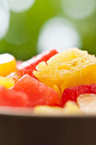 Une bol mixte fruits tropicaux salade nature Photo stock © 3523studio