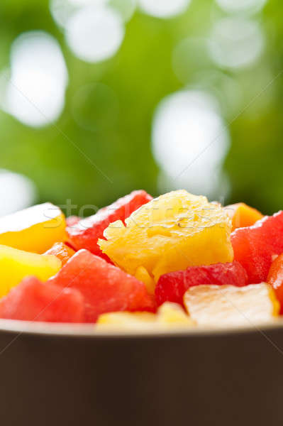 Une bol mixte fruits tropicaux salade nature Photo stock © 3523studio