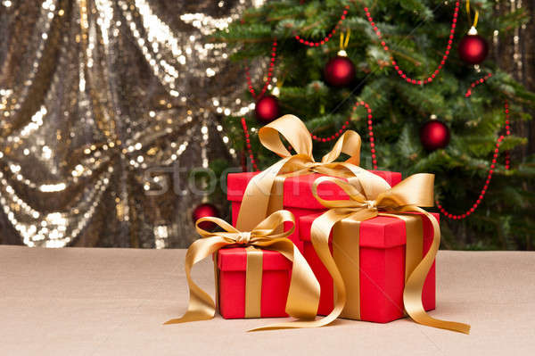 Drei präsentiert Gold Band Weihnachtsbaum grünen Stock foto © 3523studio