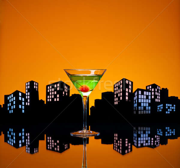 Metropolis appel martini cocktail skyline gelukkig Stockfoto © 3523studio
