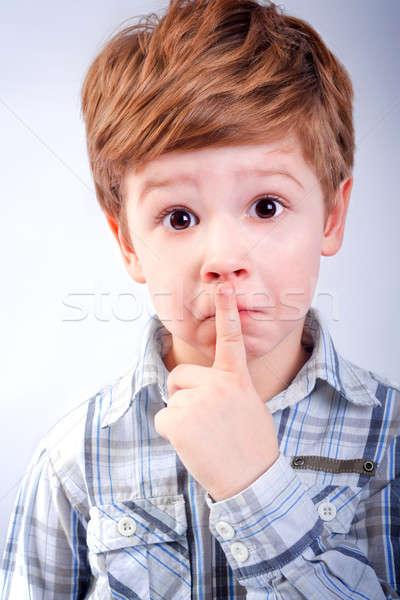 少年 沈黙 顔 シャツ 指 ストックフォト © 3dvin