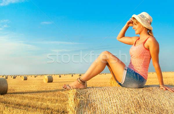 女性 麦畑 自然 秋 自然 ストックフォト © 3dvin