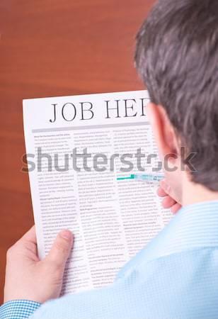 Homem leitura jornal viajar mão Foto stock © a2bb5s