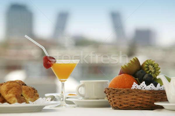 Desayuno uno una persona terraza Madrid edificios Foto stock © ABBPhoto