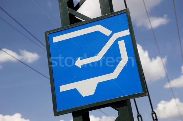 Ferrocarril poste indicador azul blanco fácil aislado Foto stock © ABBPhoto